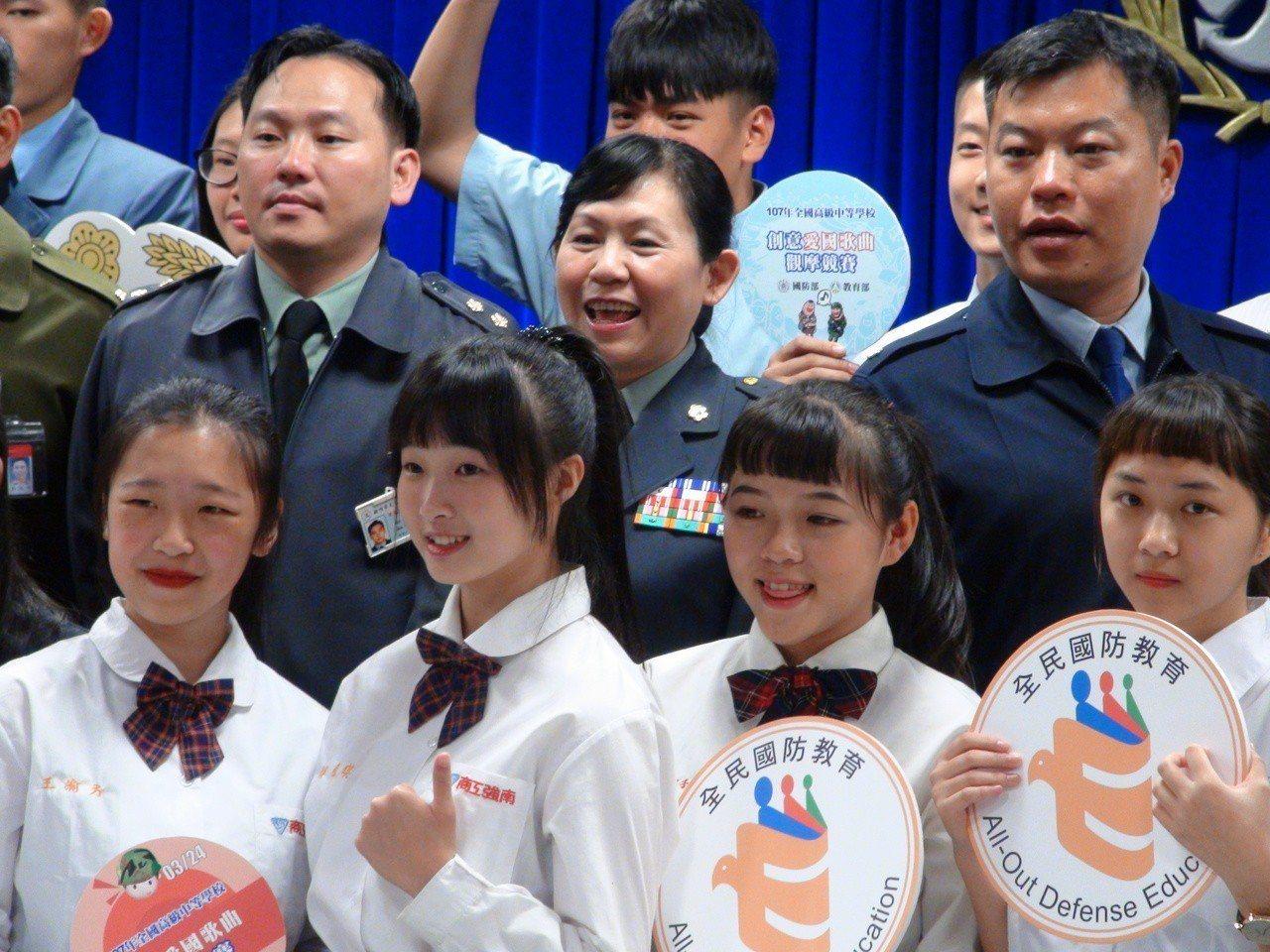 國防部將在本周六(24日)舉行「全國高級中等學校學生創意愛國歌曲觀摩競賽」,同時...