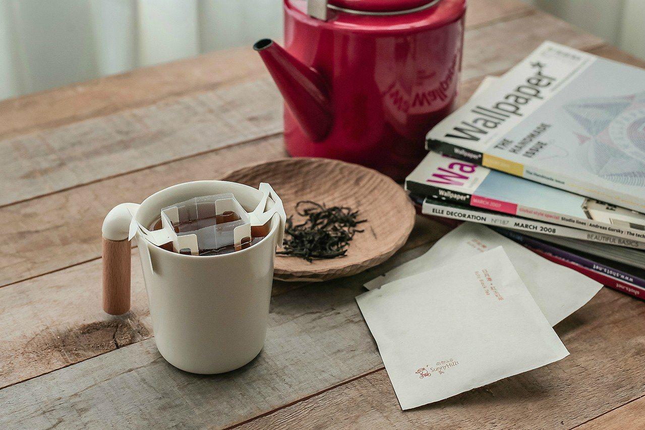微熱山丘最近推出3款原味茶,都採用掛耳式的包裝。圖/微熱山丘提供