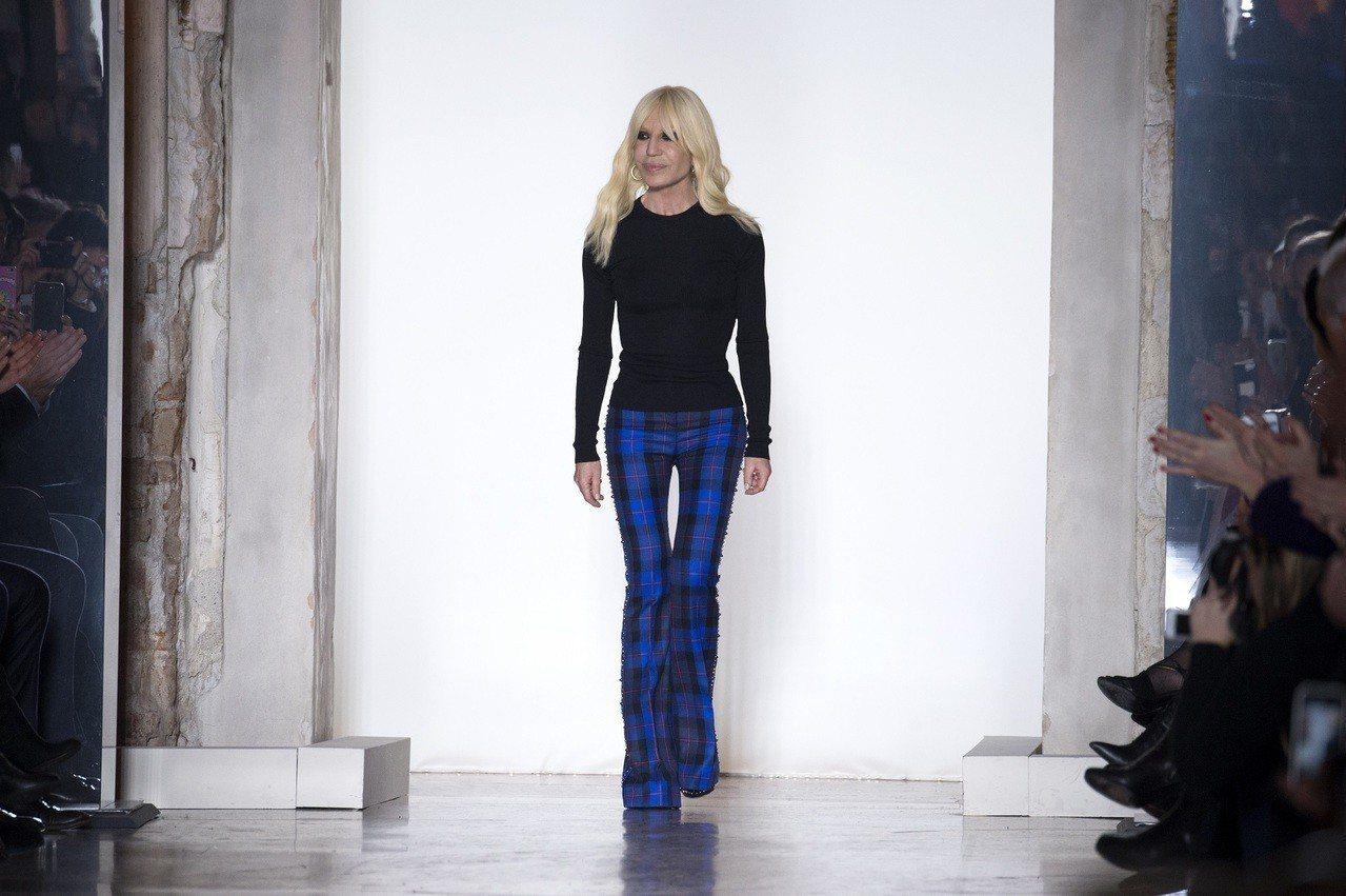 VERSACE創意總監Dontella Versace日前接受訪問時透露今後將不...