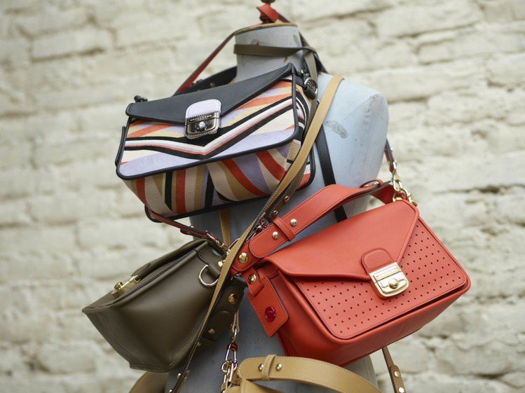 Mademoiselle Longchamp夏季推出多種顏色及迷你包款。圖/LO...