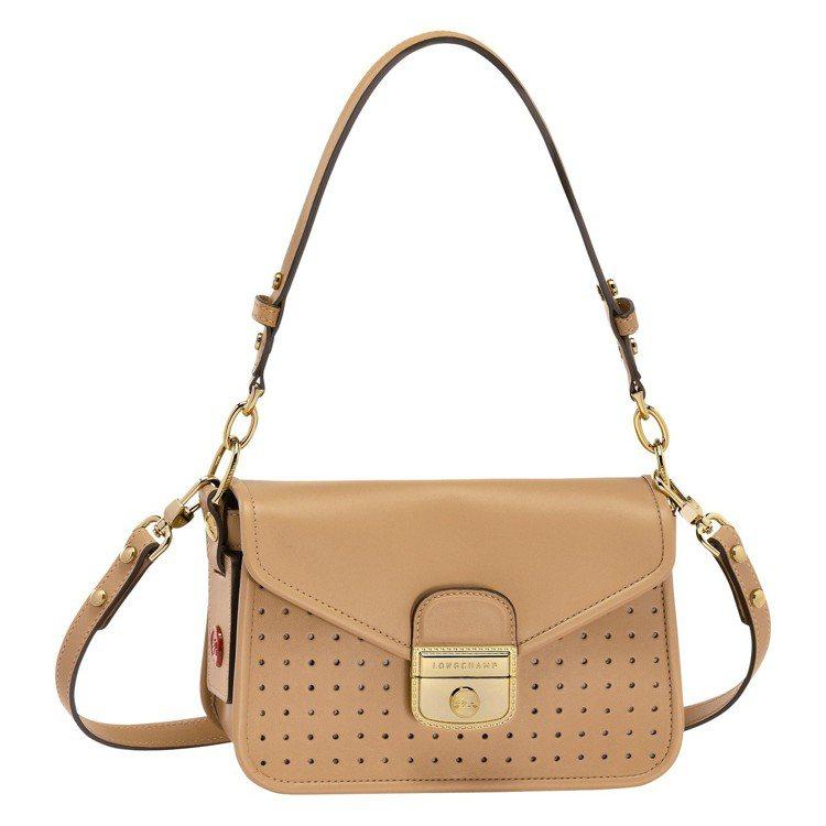 Mademoiselle Longchamp黃褐色迷你款,售價34,600元。圖...