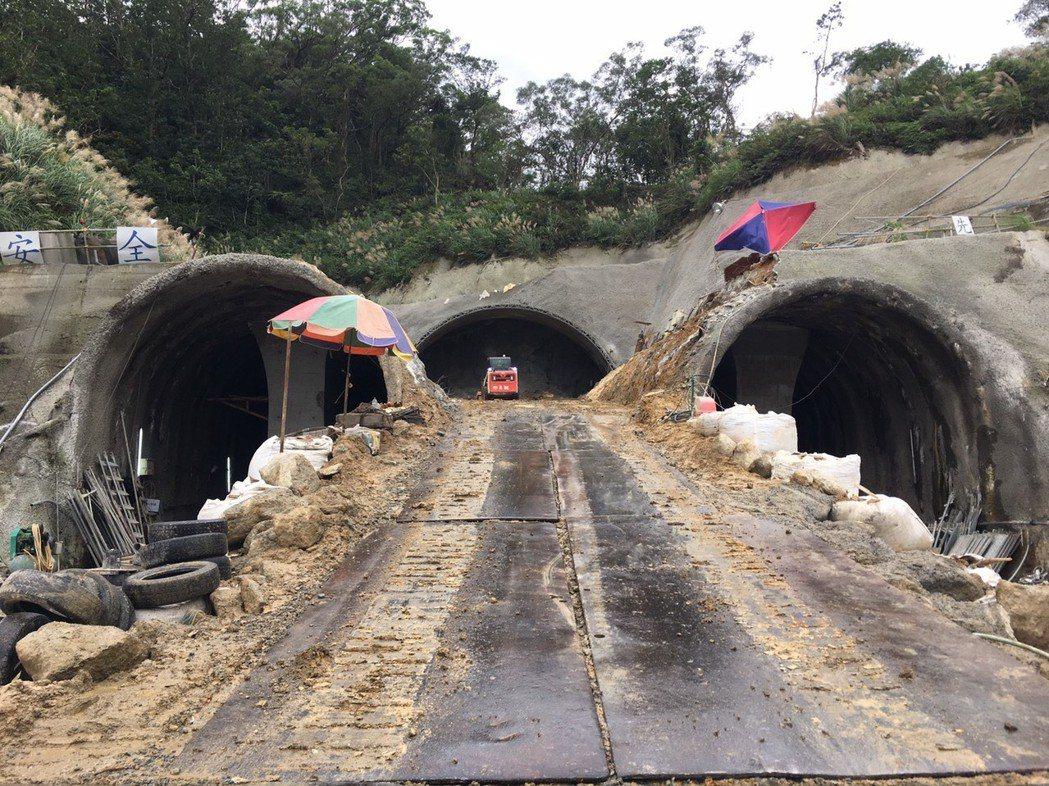 安坑輕軌位於安一路三孔隧道施工現況。圖/新北市捷運局提供