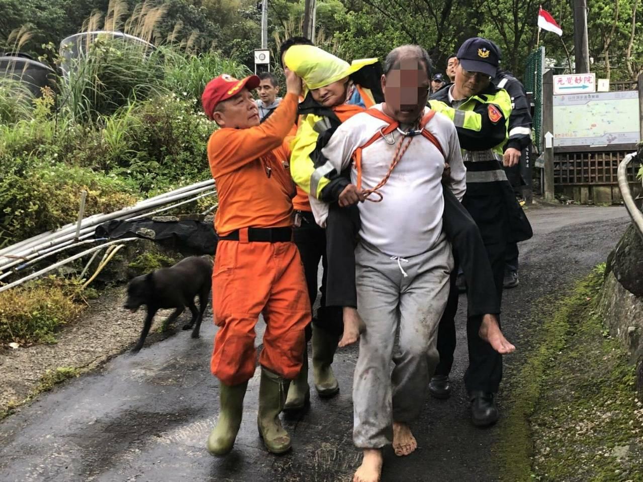 老婦在山上失蹤6天,終於被尋獲。記者林昭彰/翻攝
