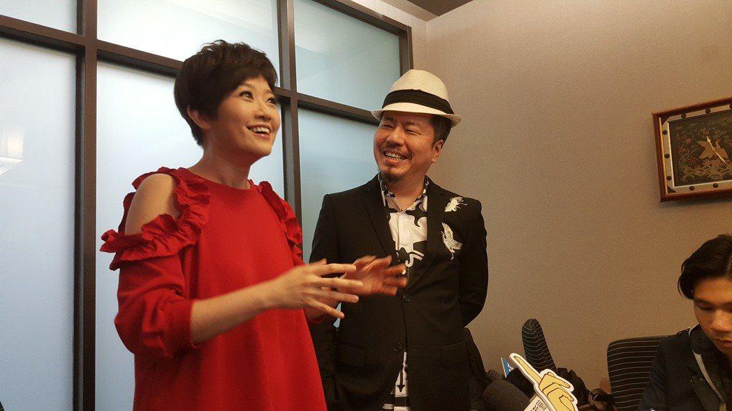 寇乃馨(左)和黃國倫出面開記者會。記者林怡秀/攝影