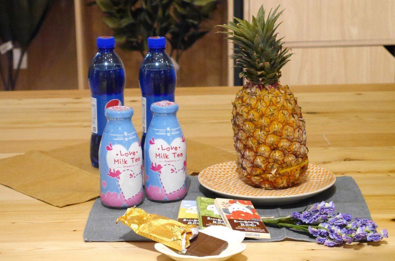萊爾富推出獨享 - 愛戀奶茶新包裝。記者王韶憶/攝影