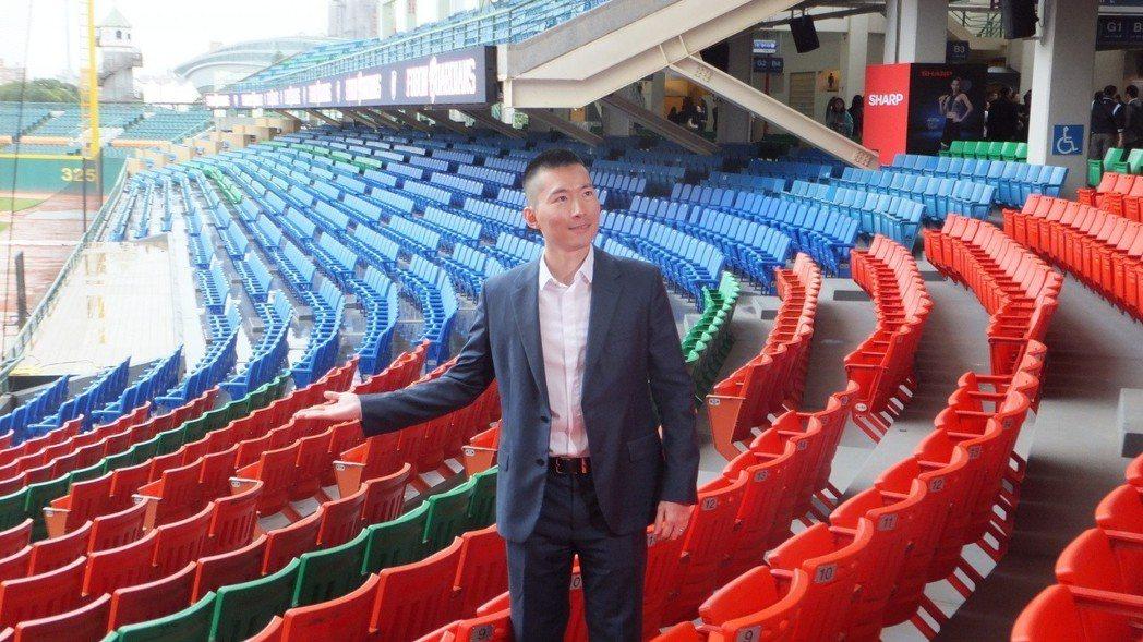 悍將領隊蔡承儒希望新莊球場變身後,今年單場平均觀眾能有5200人。記者藍宗標/攝...