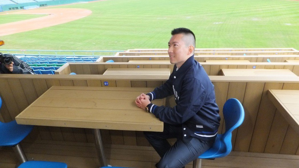 悍將領隊蔡承儒認為,新莊球場比較老舊,還有很多地方需要改善,目前能做的先做。記者...