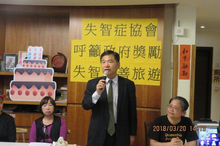台灣失智症協會理事長賴德仁談失智友善旅遊對失智者家庭的益處。圖/台灣失智症協會提...