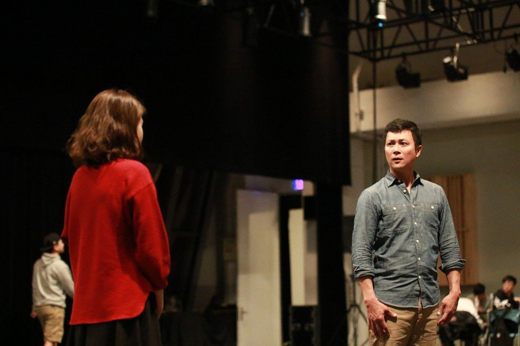 王燦在「月夜情愁」中演出宛如羅密歐與茱麗葉悲劇愛情。圖/民視提供
