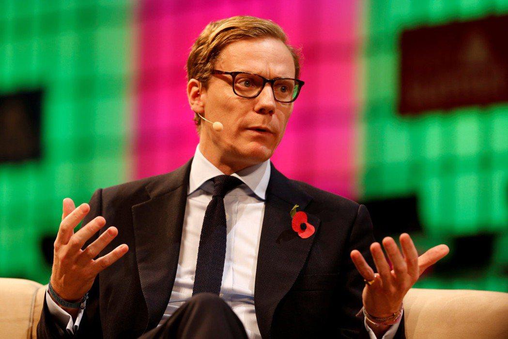 曾協助川普競選的劍橋分析公司執行長尼克斯表示,能利用仙人跳或送賄款方式,協助政治...