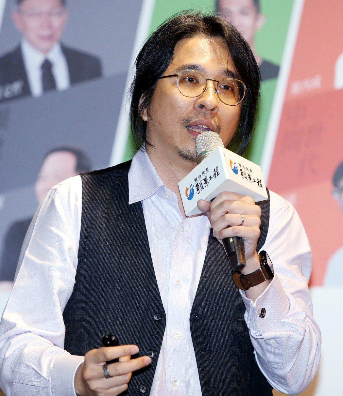 台大教授葉丙成昨晚擔任願景公民沙龍「世代共容」場次的主講人。 記者侯永全/攝影