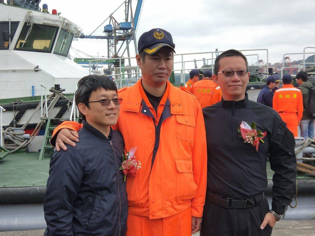 德翔台北輪擱淺時,直升機墜海獲救的機工長許翊揚(左),及特勤隊員施銘杰(右)見證...