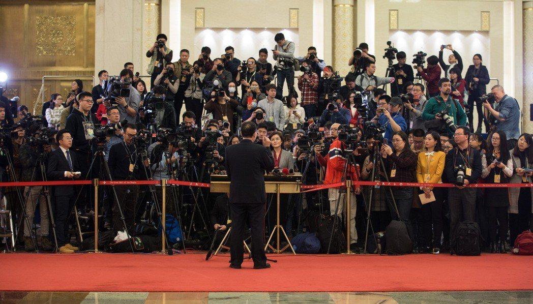 為強化意識形態管控,大陸中宣部將直接審查新聞電影。 新華社