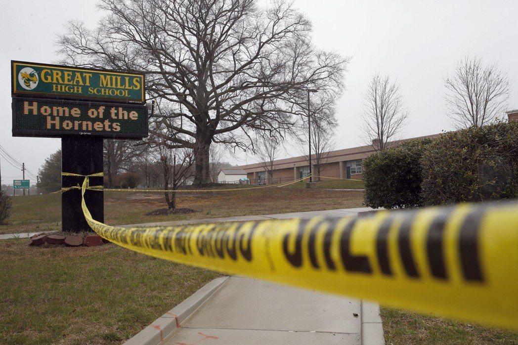 佛州道格拉斯高中校園濫射事件才剛滿月,馬里蘭州東南部卻斯比克灣區20日上午又驚傳...