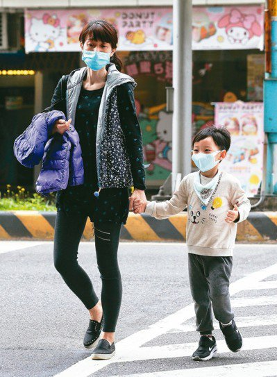 有家長認為,空汙是導致孩子缺乏運動的主因。 圖/聯合報系資料照片