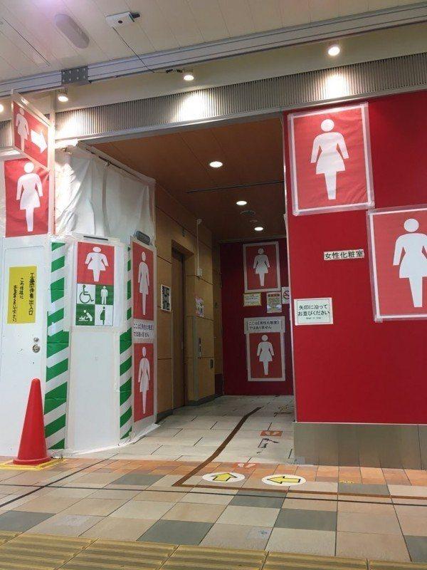 東京品川車站女廁的標示讓人眼花撩亂。圖/取自Twitter