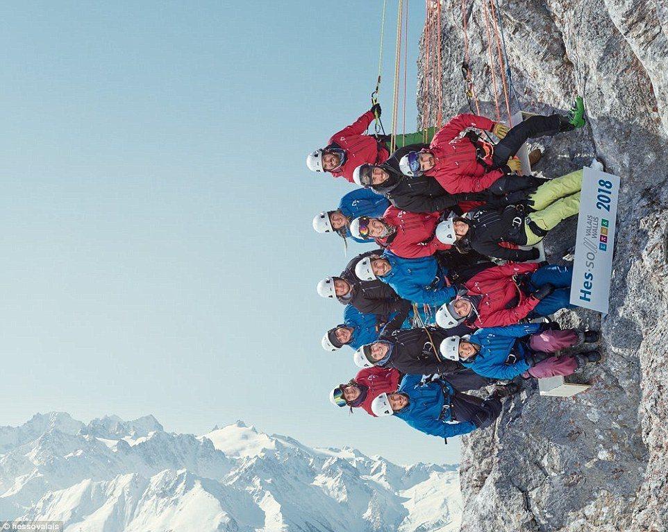 史上最高班級合影!這群瑞士大學生超瘋狂,留下了這幀與山壁呈90度角的高難度照片。...