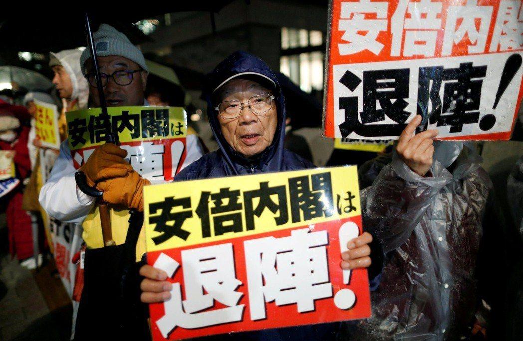 森友弊案再延燒,日本國會前的抗爭破例連日集結,全國各地也紛紛響應。 圖/路透社