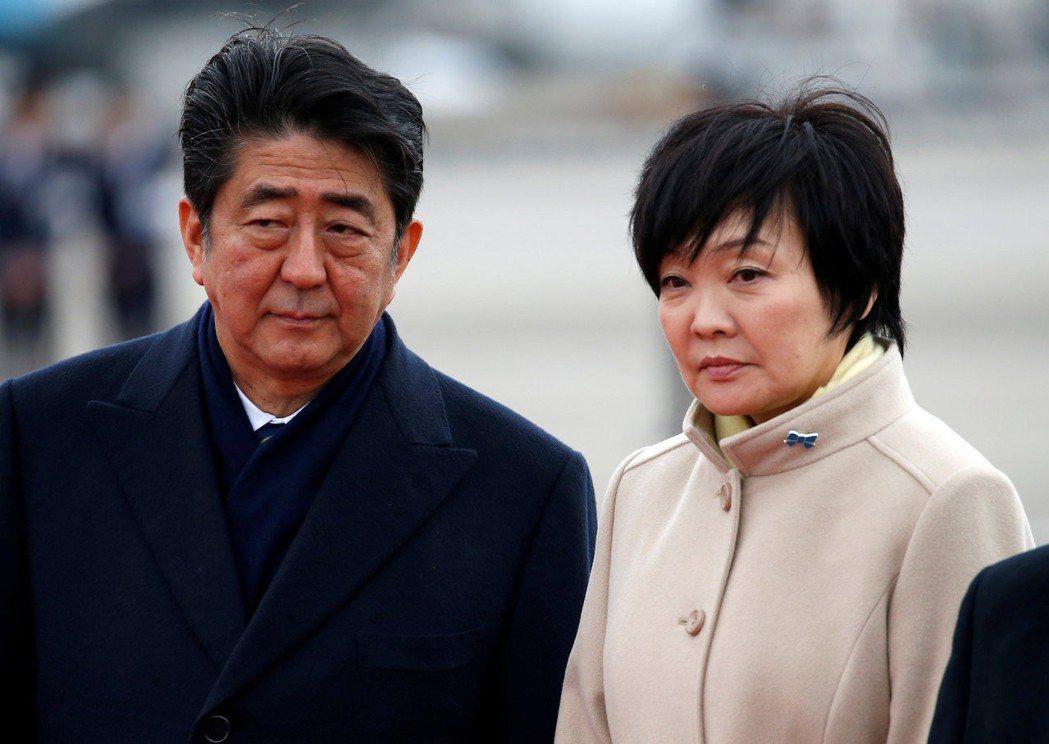 首相夫人安倍昭惠(右)曾表達對森友教育理念的支持,安倍昭惠更被列為「安倍晉三紀念...