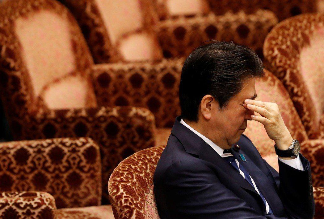 森友弊案再度延燒,安倍內閣支持率在短期內跌至31%,不支持率48%,創下2012...