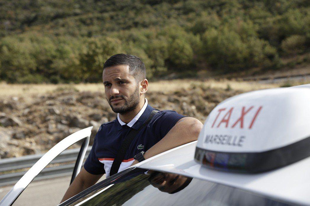 喜歡開飛車的計程車司機-丹尼爾也來湊一咖。 圖/海樂影業提供
