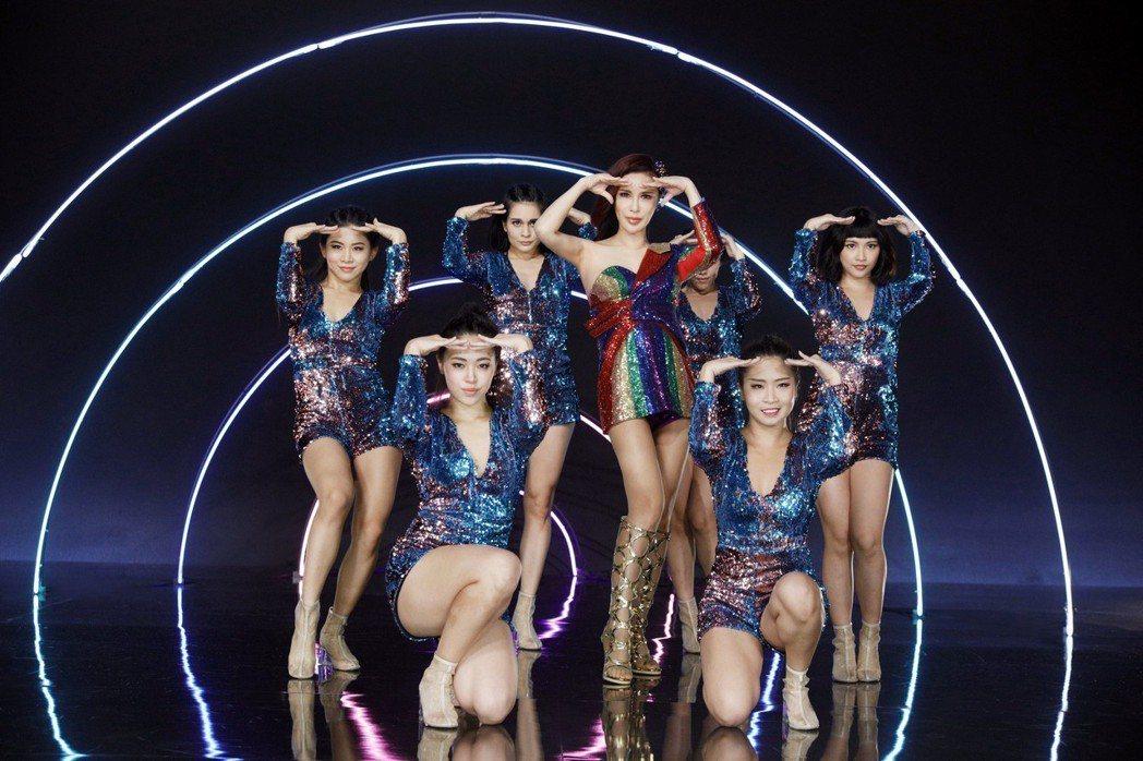 利菁EP「Regine」發行首周佳佳唱片與博客來銷量雙冠。圖/伊林娛樂提供