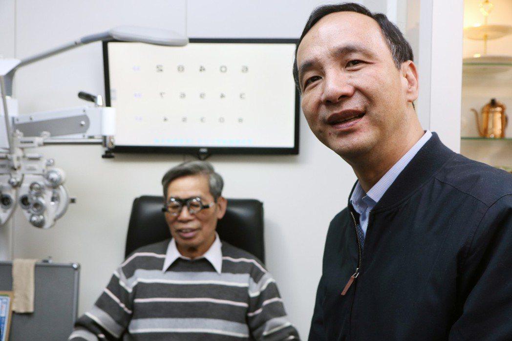 新北市長朱立倫(右)昨宣布今起將赴江蘇南京、蘇州、昆山及上海等地,進行城市交流。...