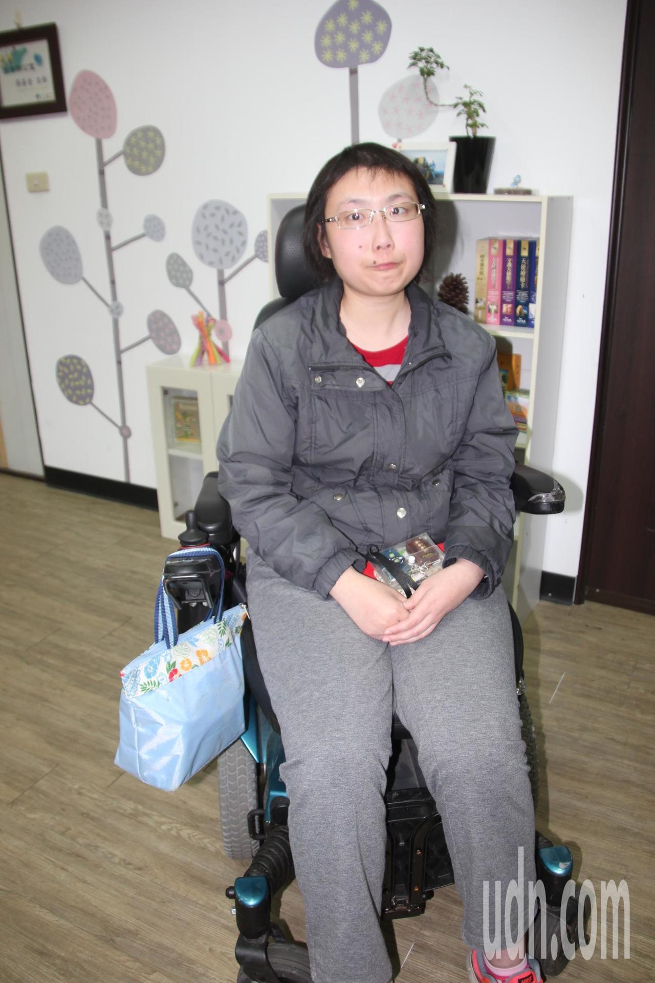 中州科技大學觀光系二年級學生練姿足10歲時被診斷出罹患神經細胞性腦癌,她二姊也是...