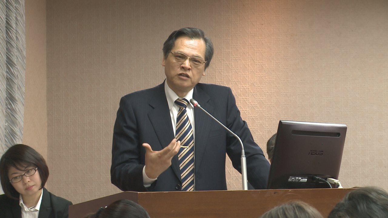 回鍋陸委會的陳明通,今天首度到立院內政委員會報告備詢。攝影/記者林洧旭
