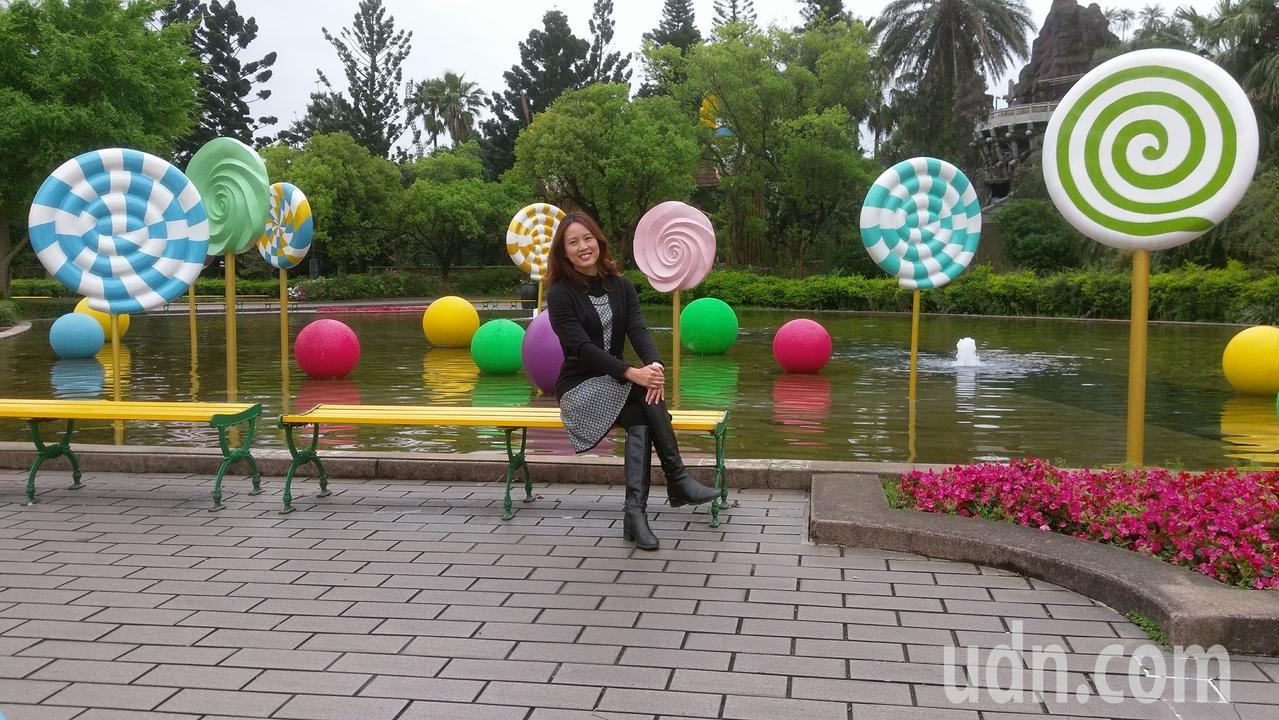 六福村設有糖果裝置藝術,成為打卡景點。記者郭宣彣/攝影