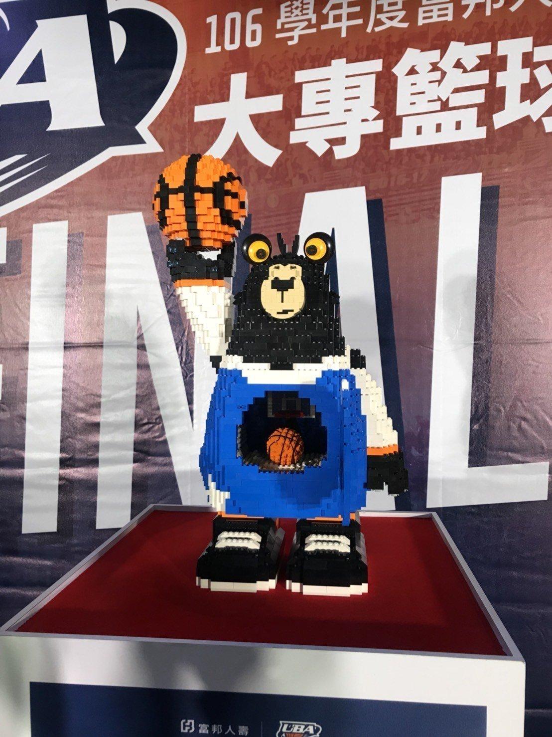 今年UBA冠軍球隊將獲得特製「樂高督瑪熊」獎盃。記者劉肇育/攝影