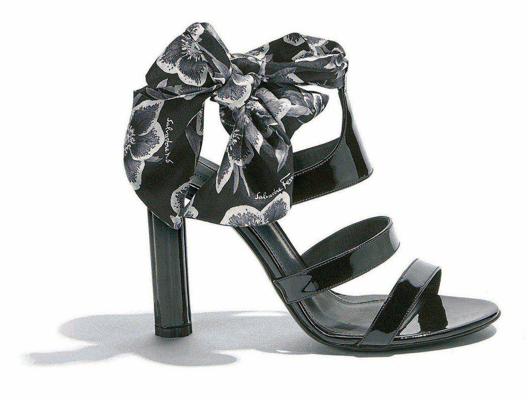 TREVI黑色牛漆皮高跟涼鞋,35,500元。圖/Ferragamo提供