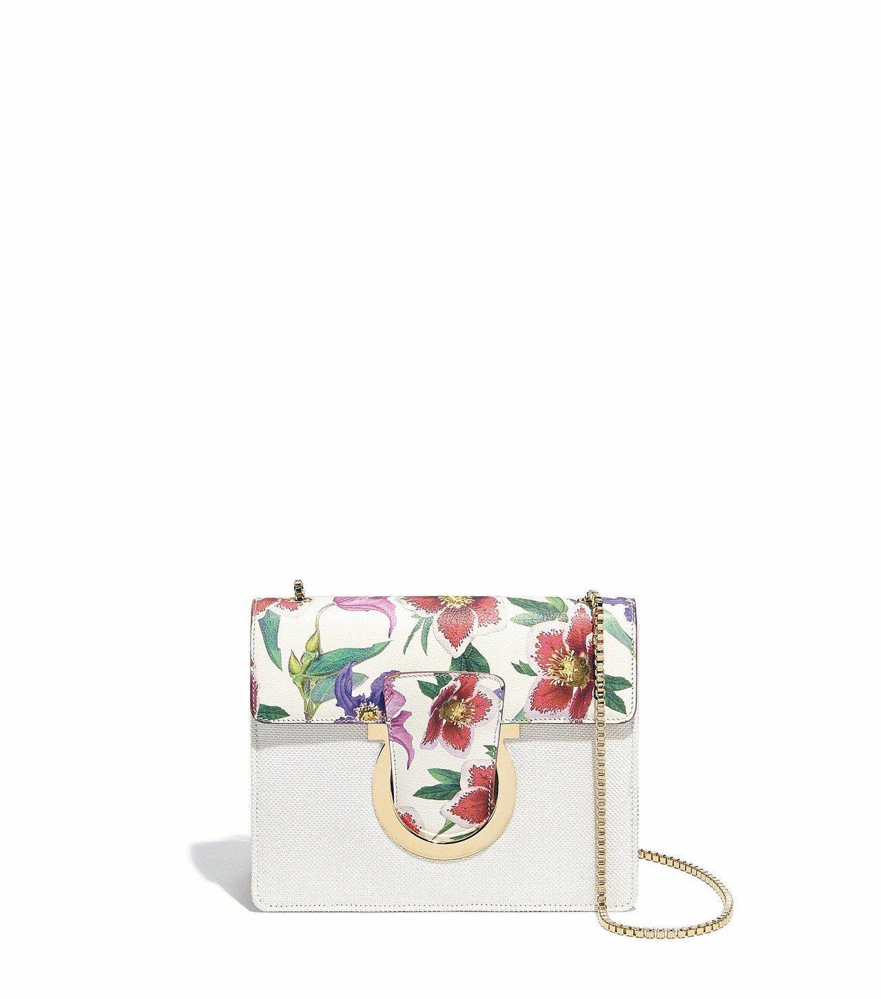 THALIA白色小牛皮花卉圖案鍊帶包,45,900元。圖/Ferragamo提供
