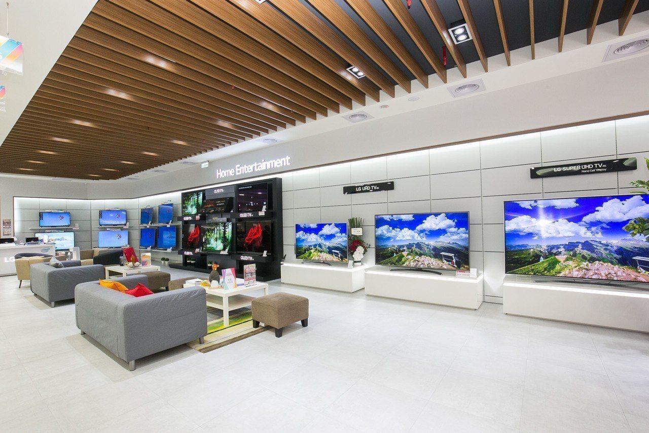 店內的影音娛樂專區以超過80平方公尺的牆面展示全系列電視商品。圖/LG提供