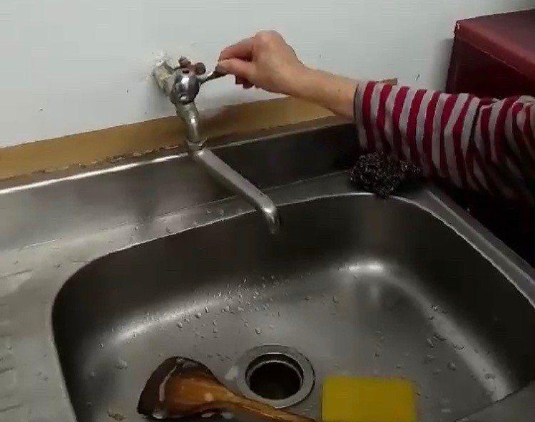 桃園市大溪區介壽路83巷,仁義里一帶居民將近200戶居民沒水用。記者許政榆/攝影