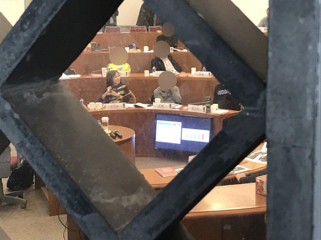 吳淡如專心在課堂上上課。記者葉君遠/上海攝影
