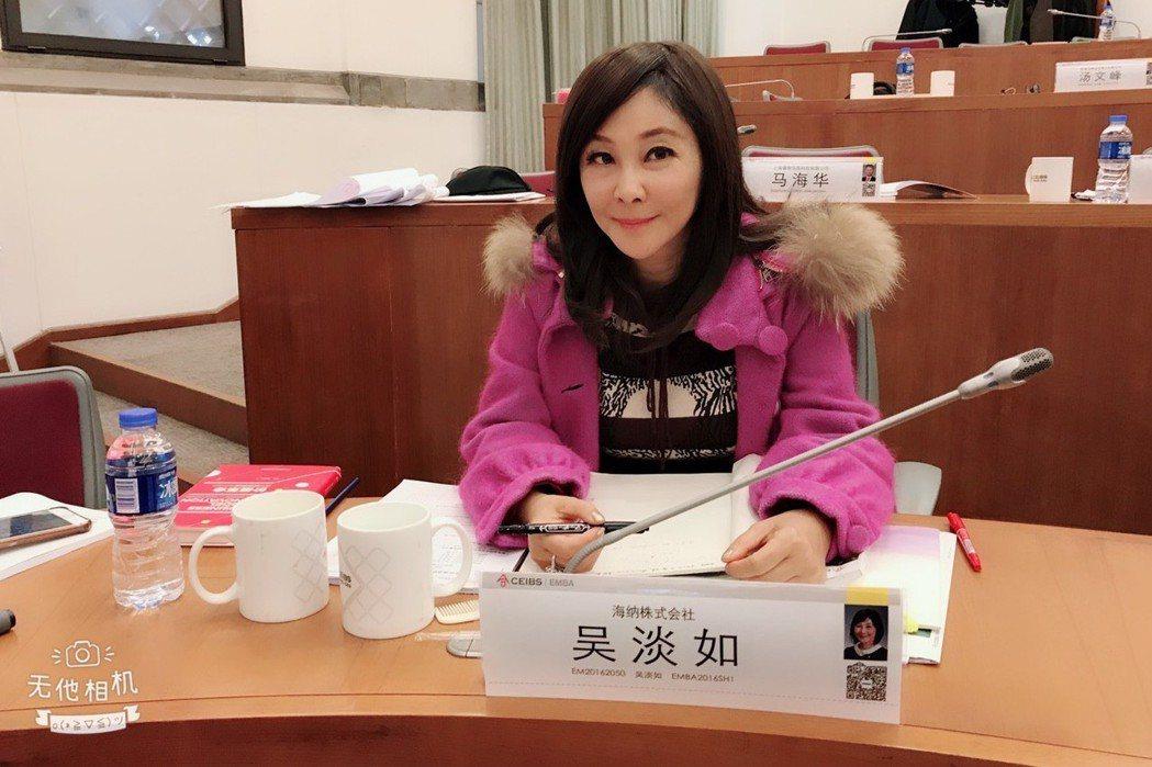 吳淡如53歲還在攻讀EMBA,為的不是錢,而是學習的樂趣。記者葉君遠/上海攝影