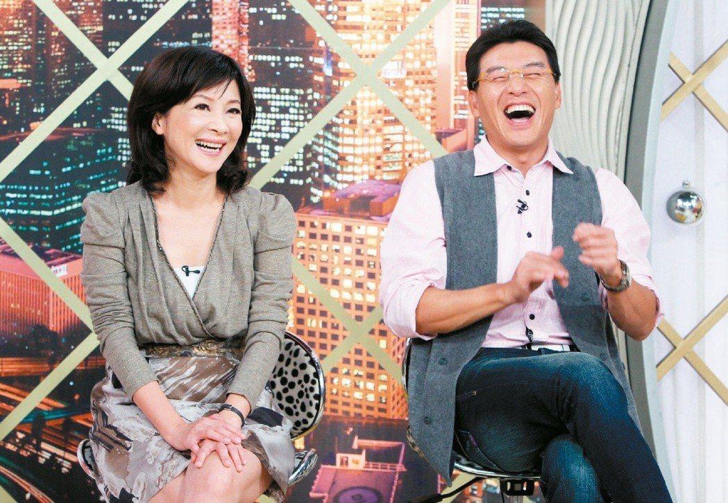 吳淡如(左)和謝震武主持「今晚誰當家」默契佳。圖/聯合報系資料照