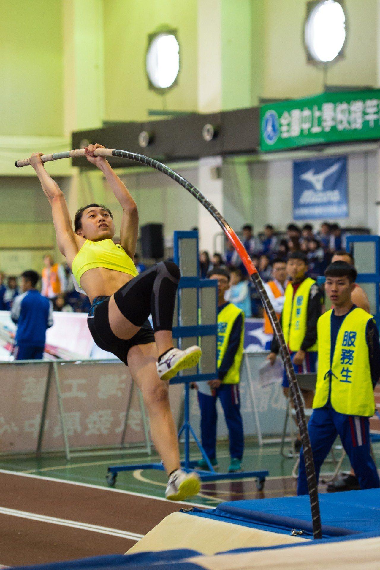 中華女將吳家如跳出4公尺05,不僅奪金摘銅,打破個人最佳紀錄,也獲亞運國手培訓資...