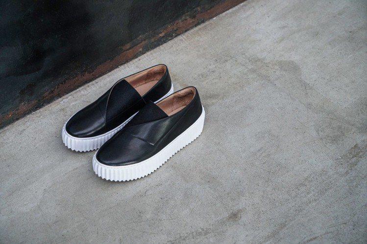ISSEY MIYAKE和UNITED NUDE聯名推出鞋履。圖/UNITED ...