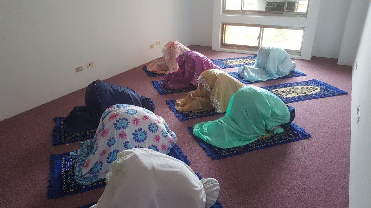 育達科大在男、女生宿舍分別設置祈禱室,供穆斯林學生使用。圖/校方提供