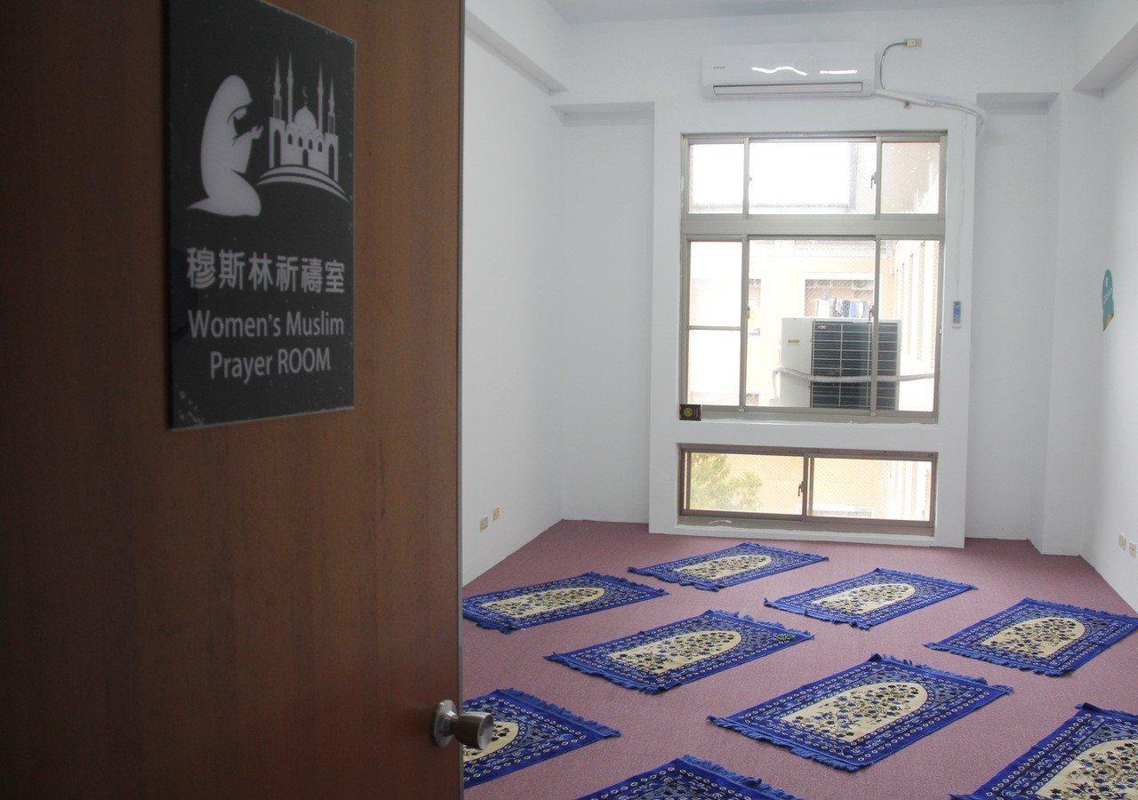 育達科大在男、女生宿舍分別設置祈禱室,供穆斯林學生使用。記者胡蓬生/攝影
