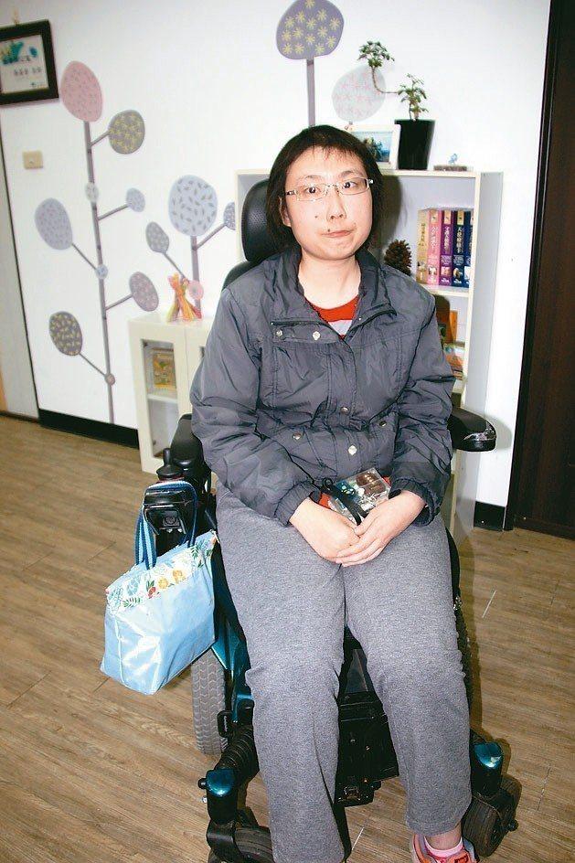 練姿足罹患腦癌,她替姊姊圓夢,努力念書上大學。 記者林宛諭/攝影