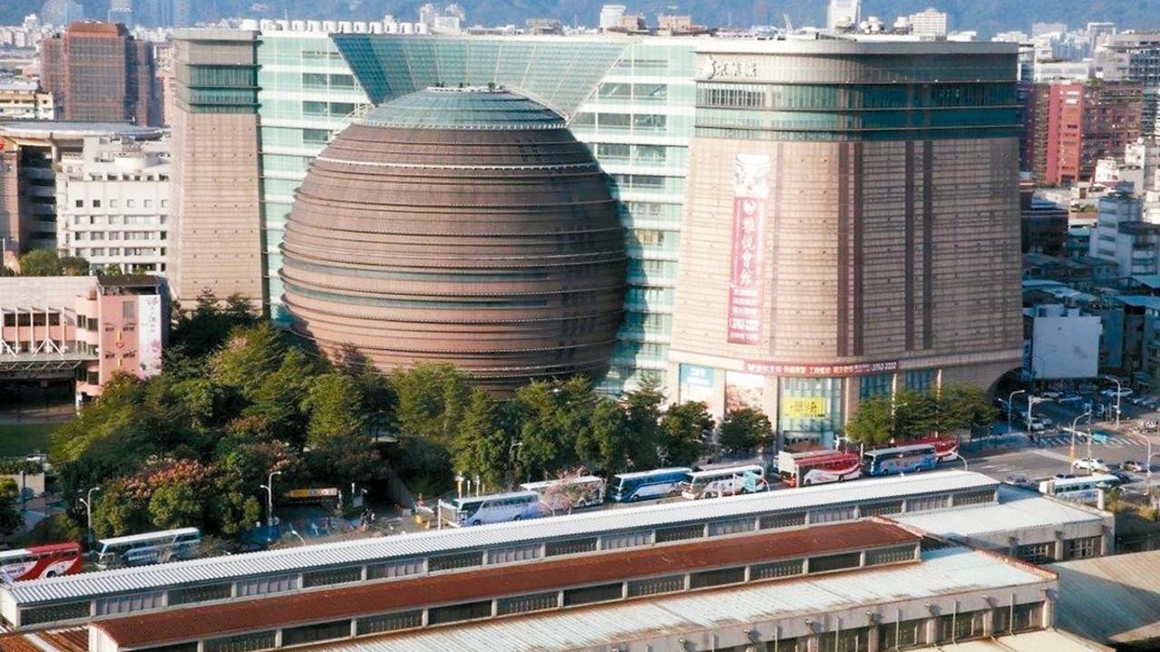 京華城希望北市府解除六項使用限制,被否決。 圖/聯合報系資料照片