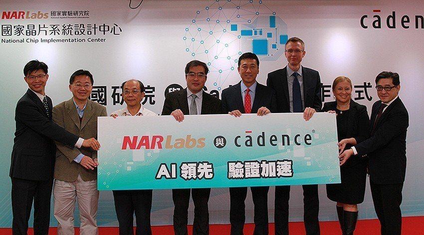 Cadence亞太區系統解決方案總監張永專(左起)、科技部半導體射月計畫執行長李...