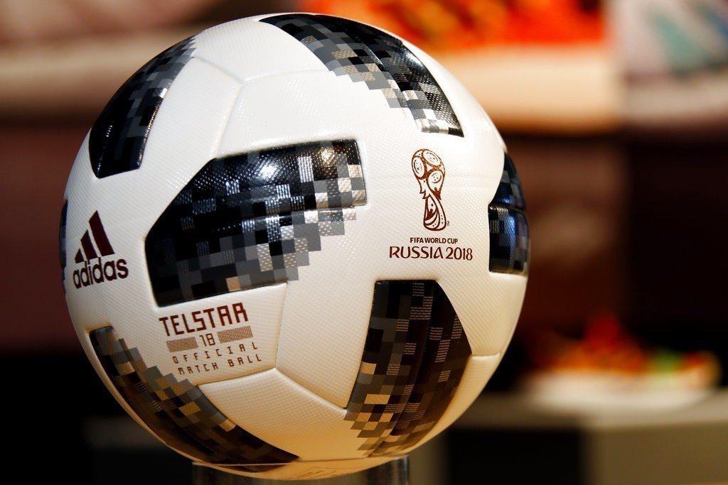 俄羅斯世足賽官方用球被帶上太空。 美聯社