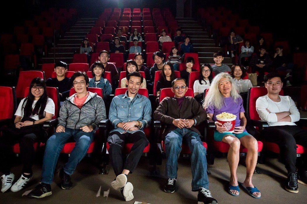 第20屆台北電影節形象廣告22日在台灣藝術大學電影院開鏡,邀請導演魏德聖(前排左