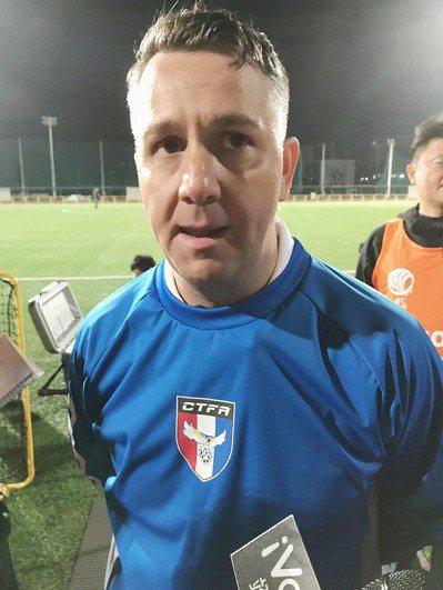 足球國家隊總教練疑腳踏兩條船擔任中國代表隊顧問。 中央社
