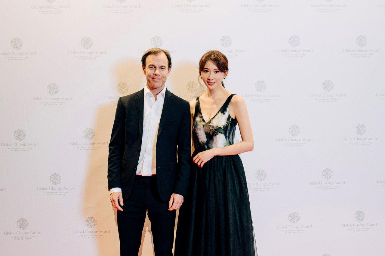 H&M集團首席執行官 Karl-Johan Persson與林志玲。圖/H&M提...