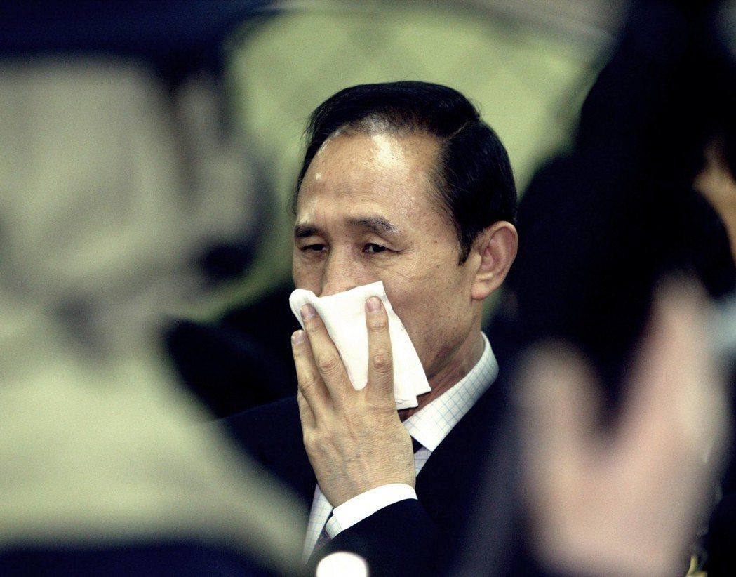 李明博不僅出資,還跟金擔任共同代表(董事長),但後來南韓金管單位發現LKe偽造文...